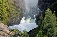 Wells Grey's Waterfalls w British Columbia, Kanada